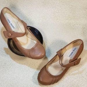 New Listing~Steve Madden Clasikal shoes